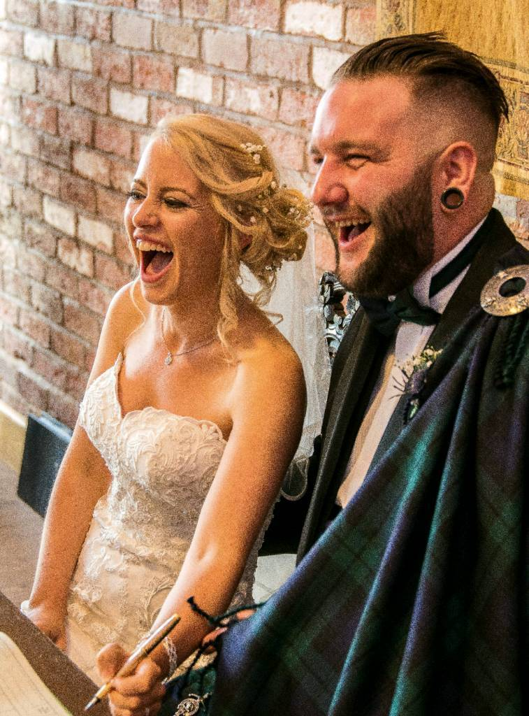 FREE Wedding Photographer In The East Midlands Image 1 Of 9