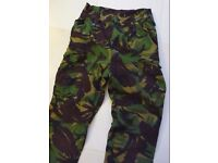 BRITISH ARMY MILITARY:VINTAGE DPM CAMOUFLAGE COMBAT TROUSERS WITH LINING: 28X32