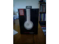 Beats by Dr. Dre Solo2 Wireless On-Ear Headphones White - Brand New Sealed