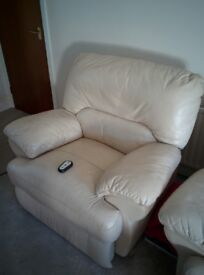 Real leather reclining armchair - Cream - Electric - Remote