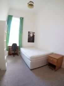 Bright double bed room for ONE MONTH short term in AUG in city centre