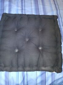 4 padded seat cushions