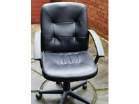 faux leather office chair, gas-lift seat height adjust. In very good condition.