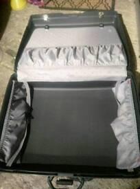 Samsonite suit case for Sale.