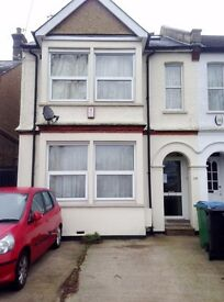 Large, High Quality Room in Shared House Nth Watford SINGLE Occupancy Non Smoker Professional ONLY