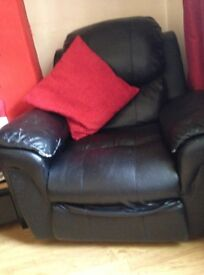 BLACK LEATHER RECLINERS