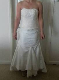 Gorgeous wedding dress. Never Worn. Size 8. Open to offers