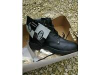 Safety boots black size 9