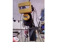 1 ton electric chain hoist / crane / block and tackle c/w electric beam trolley