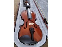 used 1/4 Size Violin for Beginners - very good condition - 1 peg needs changing / repair