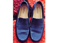 LADIES SIZE 7 (HOTTER) BLACK CUSHIONED SHOES (LIKE NEW)