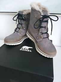 NEW BOXED - Womens SOREL Cozy Joan - Walking/Hiking Boots - Mid-Grey Size 5 - Waterproof, Thermal