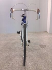 Universal Riviera Rapide Road Bike very good condition fully working(White/Blue)