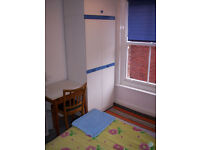 NO AGENCY FEES! - Nice single room in large first floor flat central to Westbourne