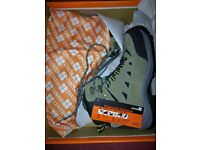 Cobra hiker safety boots size 7 and 8 new boxed