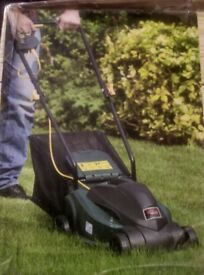 New Tesco Lawn Mover 1000W with 27l grass colection bag