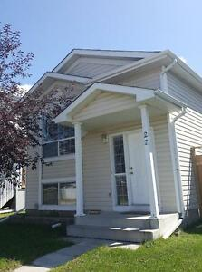 Beautiful house for rent in Martinvalley way NE (upstairs)