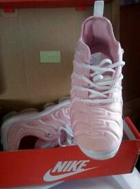 ** BARGAIN ** Vapormax Plus Pink ** BARGAIN **
