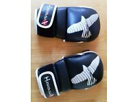 Hayabusa Hybrid MMA Gloves for grappling/sparring. Size medium. As new condition.