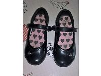 Girls Clarks size 9.5G shoes