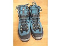 Men's Hiking Boot - Size 9 US or 8.5 UK