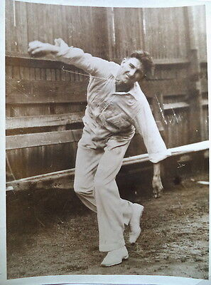 ERNIE McCORMICK BOWLING IN AUSTRALIA 1938 PHOTOGRAPH