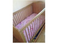 Mothercare Cotbed NEARLY NEW!! only used 3 nights. Comes with free mattress