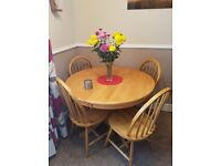 Extendable solid wood dining room table