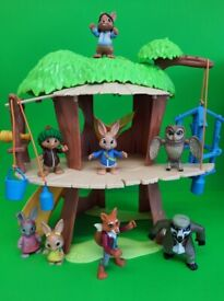 PETER RABBIT TREE HOUSE COMPLETE WITH ALL FIGURES