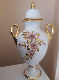 A pair of Decrative vase s