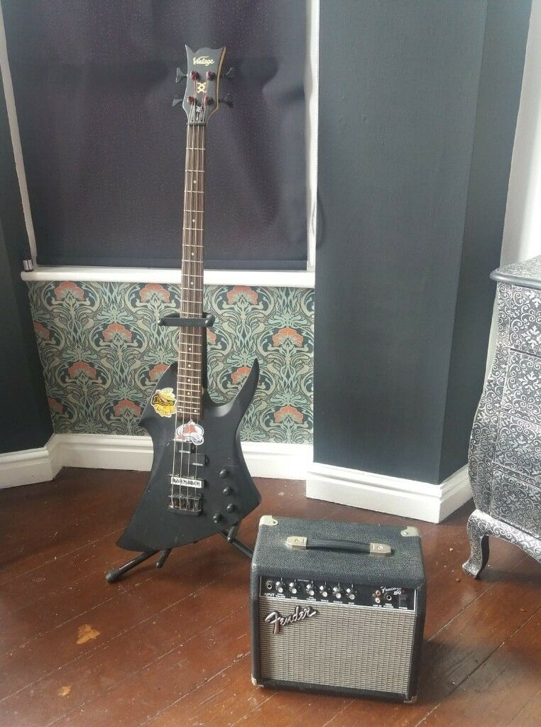 reduced vintage metal axxe bass with fender amp and stand in toxteth merseyside gumtree. Black Bedroom Furniture Sets. Home Design Ideas