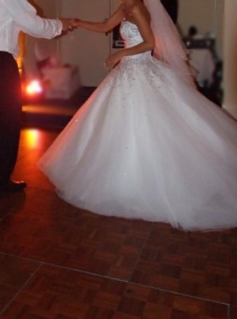 Wedding dressin Eccles, ManchesterGumtree - A beautiful wedding dress which fits a size 6Perfect for your special day