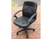 Fully adjustable office chair with five castors