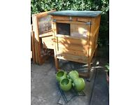Chicken Coop with extension & feeding bowl