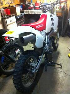 Honda cr500 92 with a Honda CRF450 complete bike without the eng Windsor Region Ontario image 4