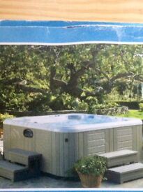 Hot Tub Spa  Top of range model  with special  outdoor cover