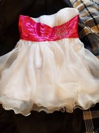 beautfuil evening short dress size 14/16 with pink sash with sequins and gems too