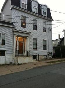 63 Sewell St. - Sm Room Uptown, H/L, Cable/Internet/Laundry FREE