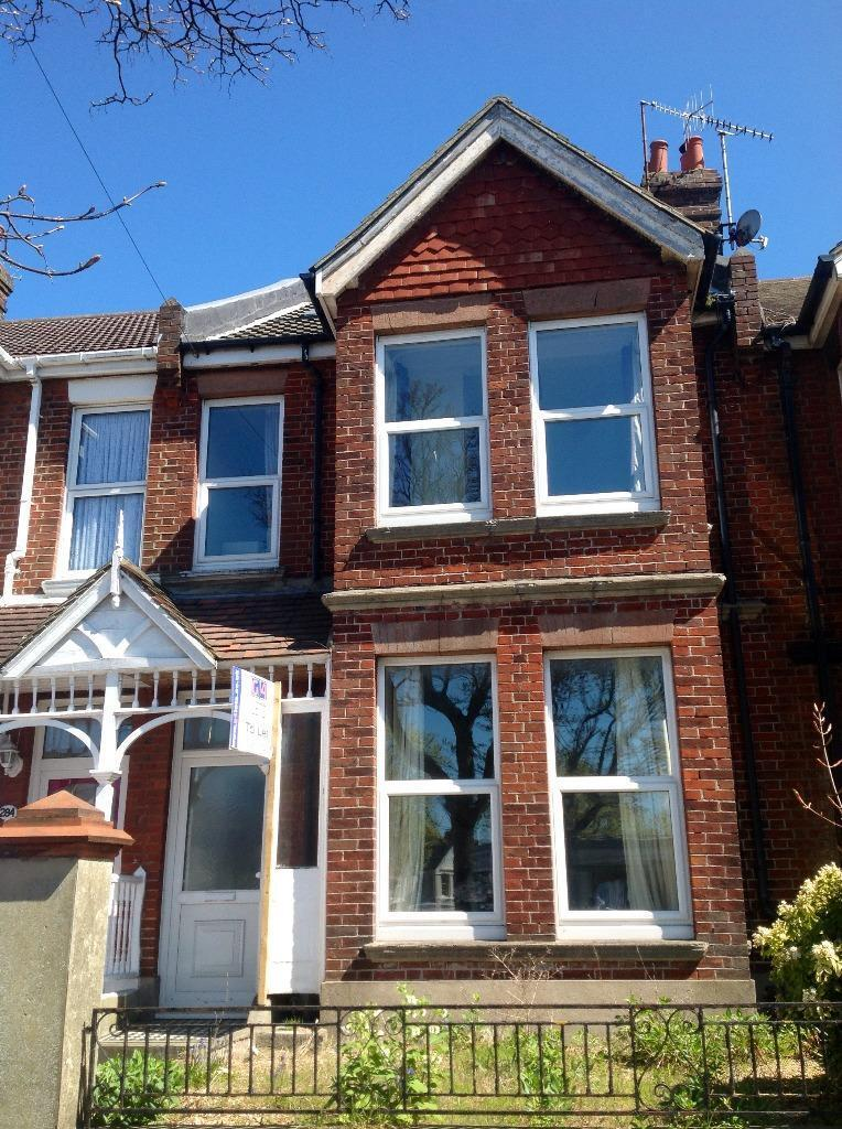 VERY LARGE 8 BED STUDENT HOUSE, FIVEWAYS AREA, GARDEN, Ditchling Road (Ref: 200)