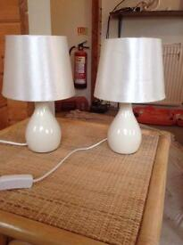 2x bedside lamps