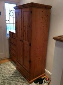 2 WARDROBES AND 1 CHEST OF DRAWERS IN ANTIQUE PINE