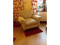 Laura Ashley arm chair, excellent condition! Comes with arm chair covers.