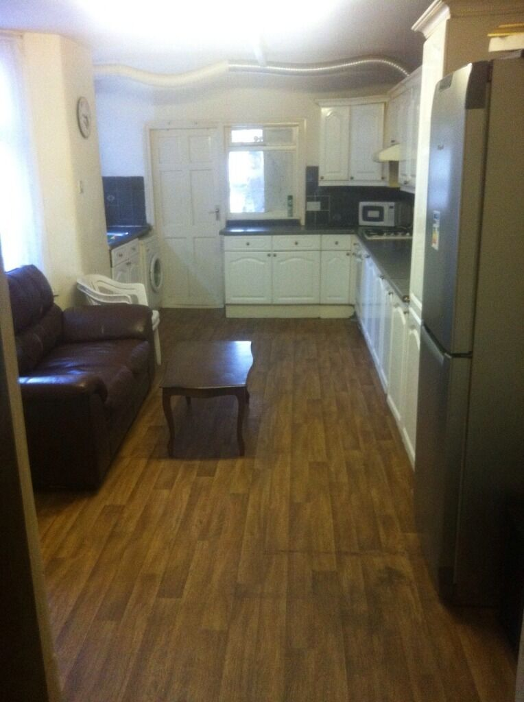 G/F 2 BED FLAT TO RENT IN EAST HAM! COMES FURNISHED WITH A GARDEN AND ALL YOUR BILLS ARE INCLUDED!!