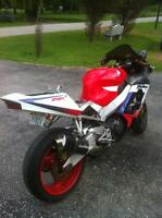PARTING OUT A 2000 HONDA CBR929RR WITH EXTRAS