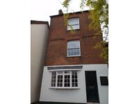 Airy office space to let in period building in central Farnham