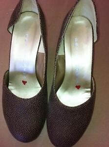 New Size 7 Leopard Wedge Hearts of Darkness by Cri De Coeur Strathcona County Edmonton Area image 3