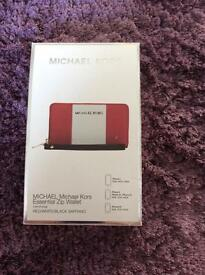 Michael Kors Essential Zip Wallet