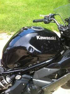 2011 KAWSAKI ZX650R WITH UNDER 1000 KM PARTING OUT Windsor Region Ontario image 9