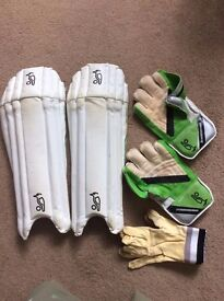Kookaburra Kahuna 500 wicket keeping gloves and pads - Youth size
