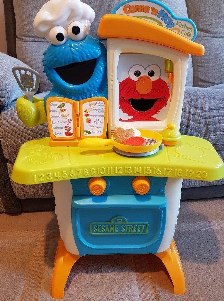Sesame Street Kitchen | Interactive Cooker Kitchen Feed Elmo Cookie